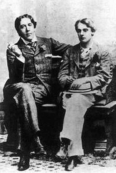 现实中的王尔德(左)与 Bosie
